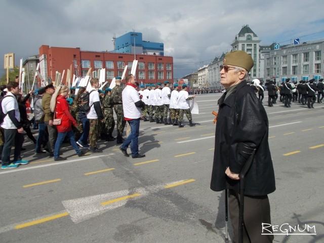 «Бессмертный полк» горожане и ветераны встречали стоя