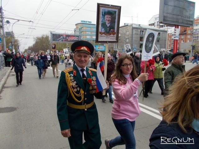 Александр Сокол сегодня пришел с фотографией отчима, родной отец погиб под Курском