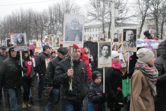 По словам организаторов, с каждым годом «Бессмертный полк» собирает все больше участников