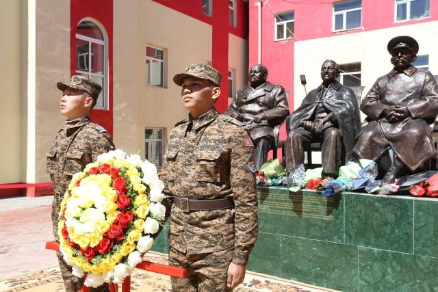 В столице Монголии открыли памятник Сталину, Черчиллю и Рузвельту