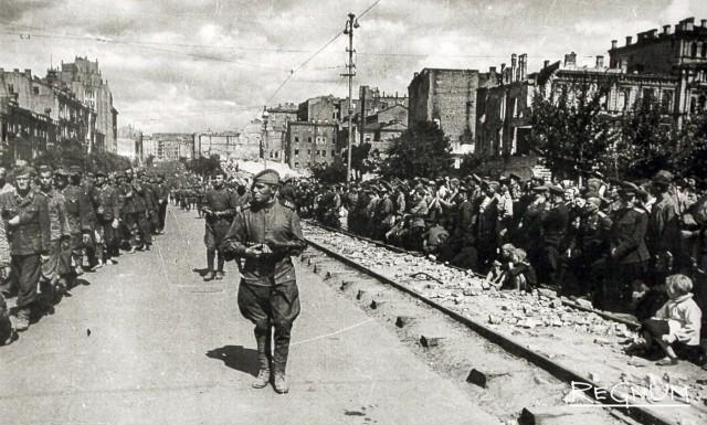 Колонна пленных немцев на Крещатике в Киеве