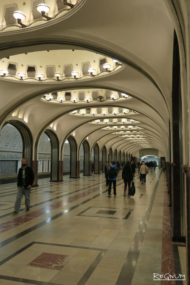 Колонная трехсводчатая конструкция. Станция метро «Маяковская»