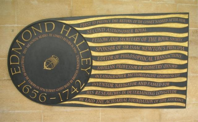 Памятная табличка, посвящённая Эдмунду Галлею в Вестминстерском аббатстве в Лондоне