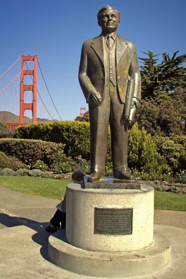 Памятник Джозефу Штраусу, главному инженеру строительства моста