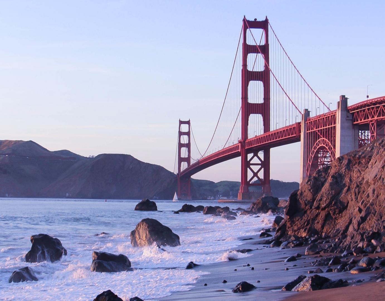 Мост «Золотые ворота», сфотографированный с берега