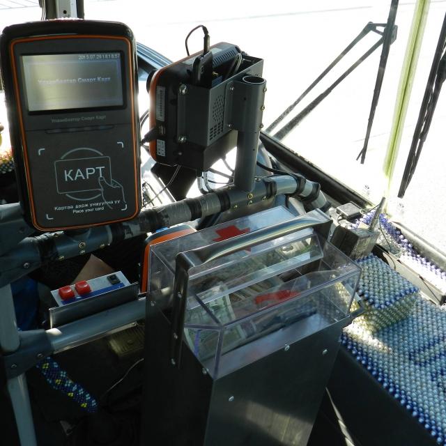 Устройство для считывания электронных карт в общественном транспорте