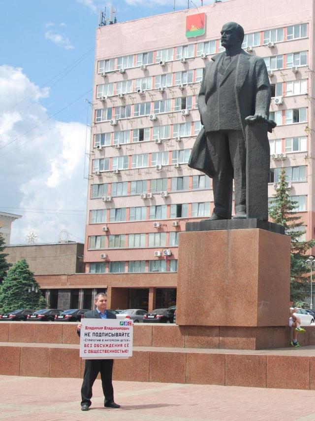 «Меры, касающиеся всех родителей в России, принимаются в закрытом режиме»