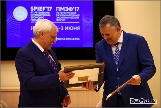 Петербург и Ленобласть договорились на ПМЭФ о двух новых мусорных полигонах