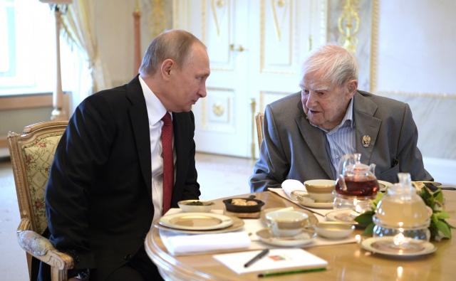 Владимир Путин и Даниил Гранин