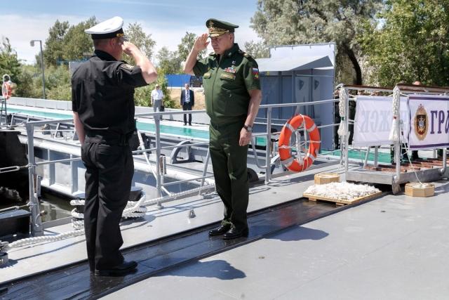 Проверил лично: Шойгу повёл учебно-боевую тренировку с моряками на Каспии