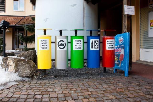 Граждане РФ, сортирующие мусор, получат льготы на оплату ЖКУ