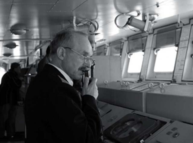 Александр Грушин, в 1973 году во время аварии подводной лодки по аварийной тревоге находился в десятом отсеке, выполняя обязанности командира