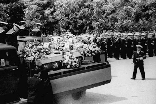Погибших моряков К-56 провожают в последний путь