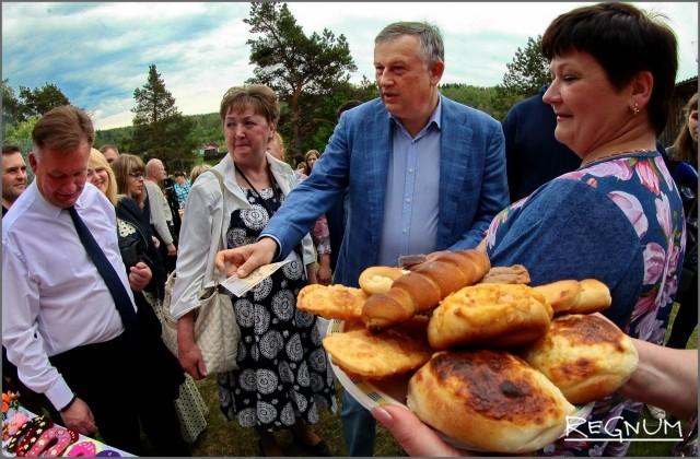 Губернатор Ленобласти Александр Дрозденко на празднике «Древо жизни»