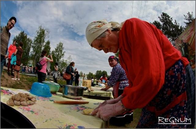 Пожилые участники показали свое мастерство на празднике «Древо жизни»