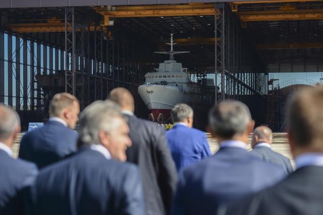 Рогозин в Ленобласти оценил ход постройки катеров и судов для Минобороны