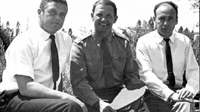 Владислав Волков, Георгий Добровольский, Виктор Пацаев перед стартом