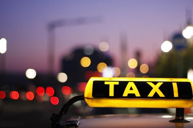 К концу 2018 года в Москве легальные такси будут только желтыми