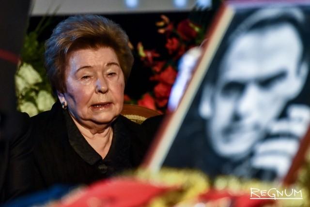 Наина Ельцина на церемонии прощания с Алексеем Баталовым