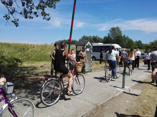 Жители Миколина приехали на церемонию открытия памятника
