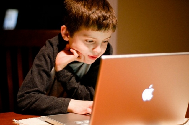 Жириновский предложил оградить молодежь от интернета