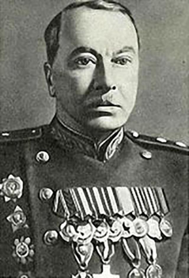 Петр Собенников