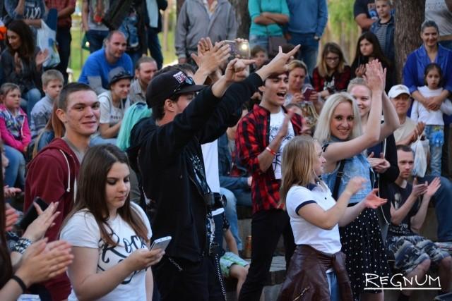 Рок-фестиваль и книги в обмен на сигареты: День молодежи в Воронеже