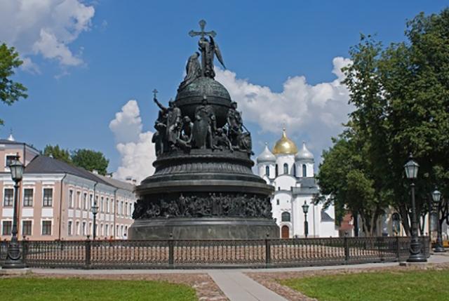 «Россия не перестала быть империей» — Лимонов