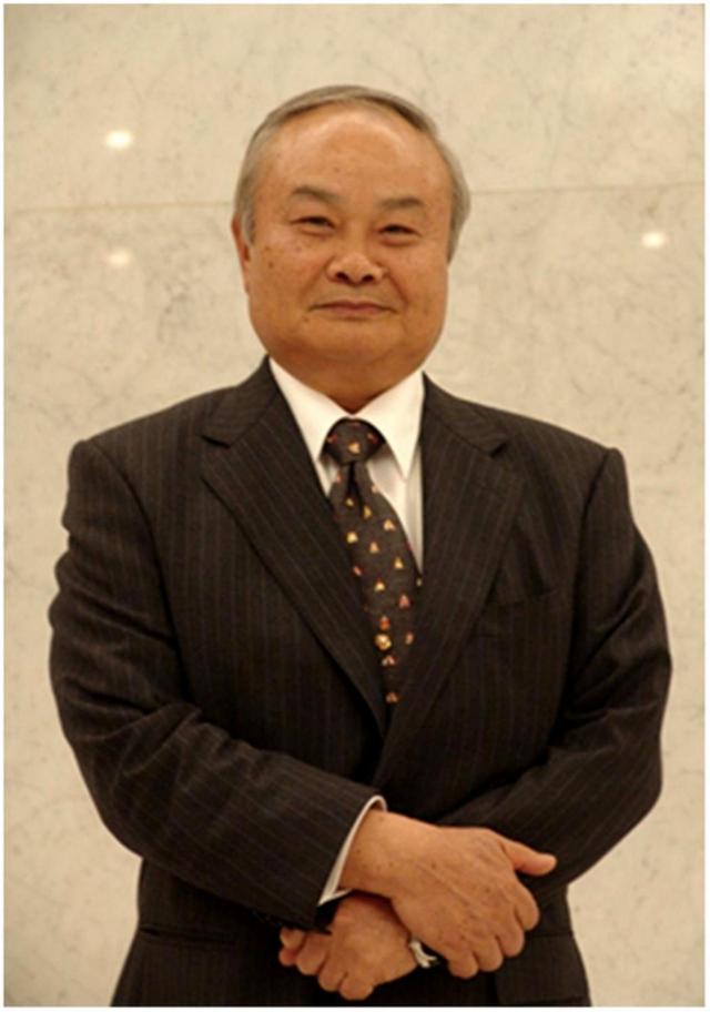 Рис. 6. Профессор Теруо Хига (Teruo Higa)