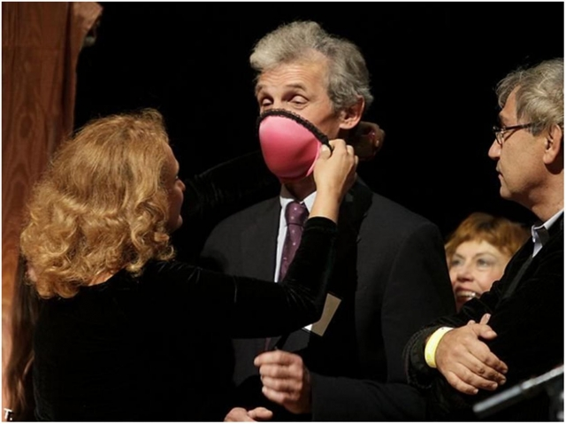 Рис. 10. Лифчик-респиратор — Шнобелевская премия 2009 года