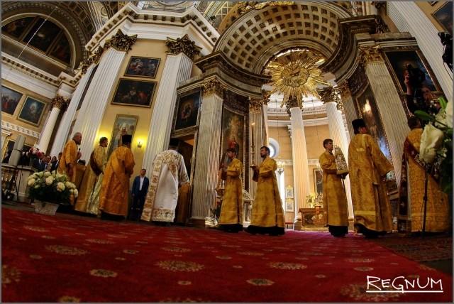 Праздничная служба в честь встречи святыни