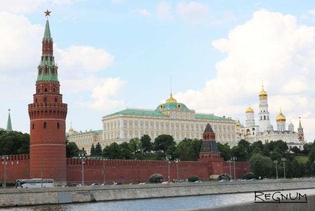 Москва. Вид на Кремль с Большого Каменного моста