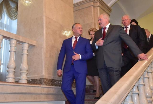 Лукашенко: молдаване — великий народ, Додон — наш человек