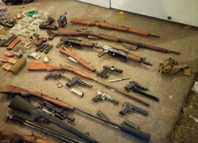 В Ленобласти обезвредили торговцев оружием с десятками стволов