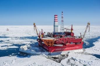 Нефтяная платформа в Арктике