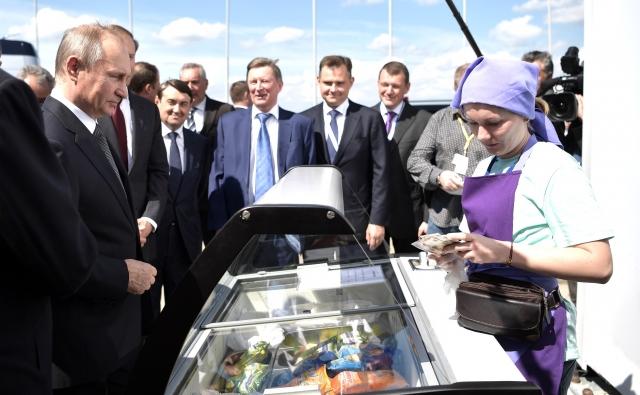 Путин накормил правительство мороженым
