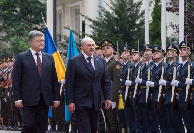 Александр Лукашенко и Пётр Порошенко