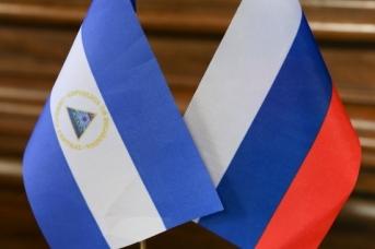 Флаги России и Никарагуа
