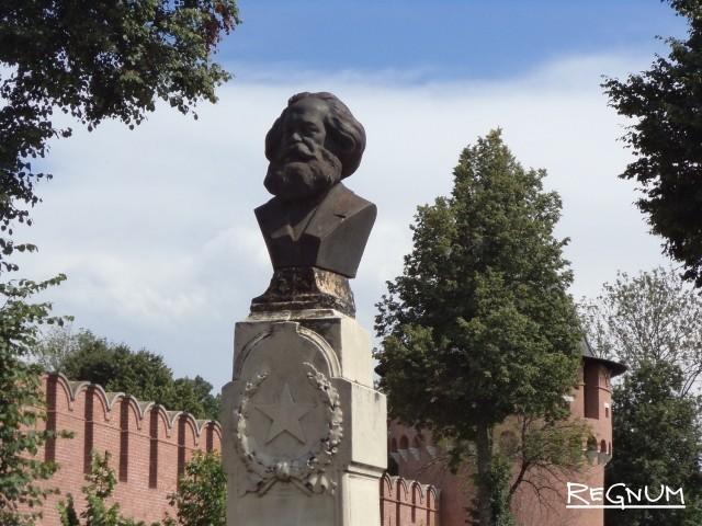 Бюст Карлу Марксу