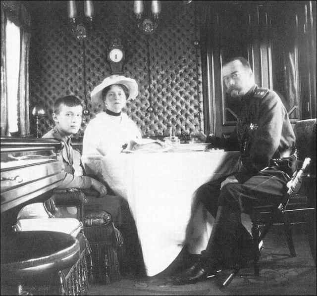 Николай II в царском поезде