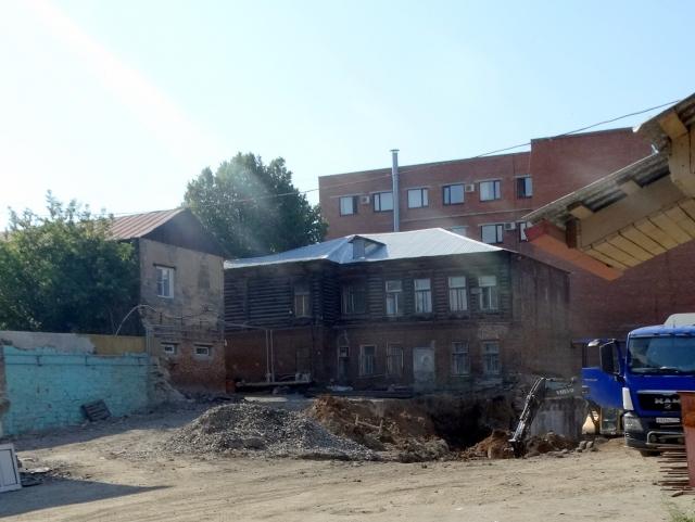 На месте Дома и конторы Валеева. Ул. Елькина, 25а. Челябинск