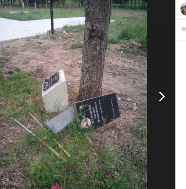 Так выглядят могильные камни на братском кладбище Карелии (п. Сосновый)