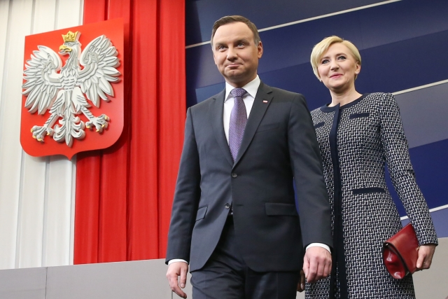 Президент Польши и министр обороны дерутся за контроль над армией