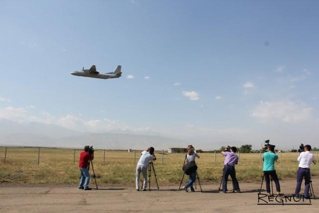 Взлетаем! Россия передала Киргизии военно-транспортные самолеты