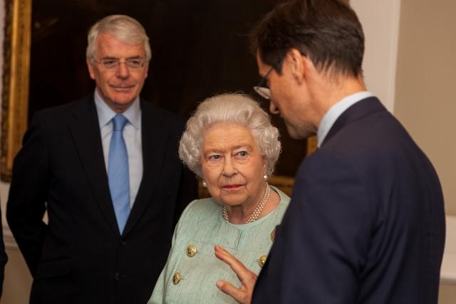 Королева Елизавета уйдет все-таки на покой. Кто на смену?