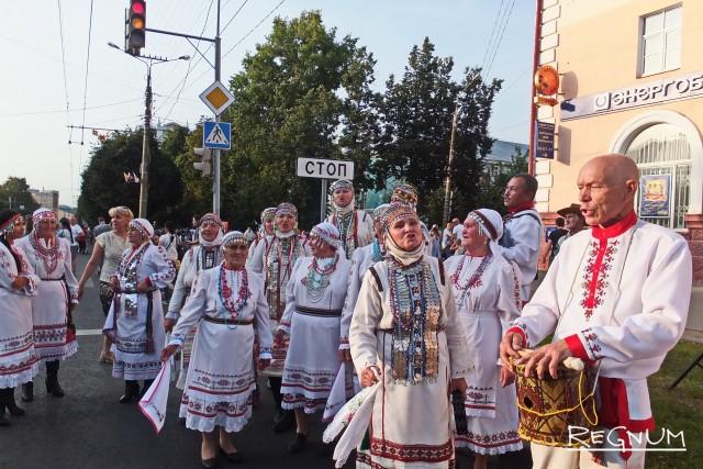 Народу – праздник, главе – кордон из ОМОНа: фоторепортаж из Чебоксар