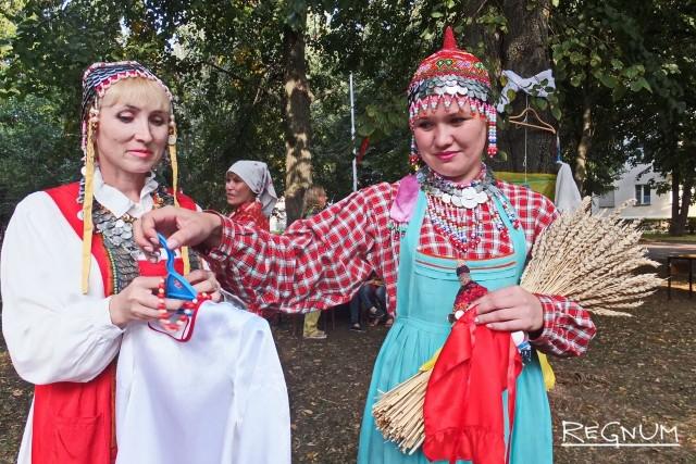 На городском празднике не забывали о народных традициях