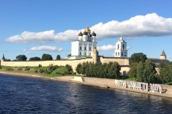 Псков отделился от России: «Россия начинается здесь»