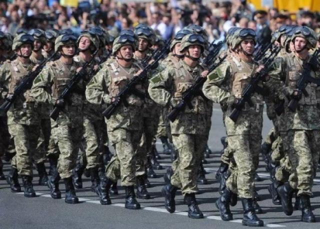 «Парад зависимости»: По Крещатику маршем прошли солдаты НАТО