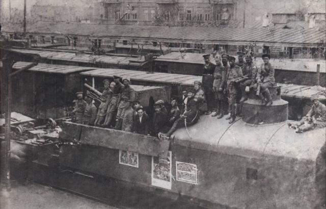 Прибытие бронепоезда XI Красной Армии в Баку 28 апреля 1920 г. На снимке М. Г. Ефремов, А. И. Микоян, Г. М. Мусабеков, Камо и другие